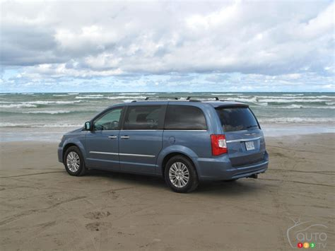 2012 Chrysler Town And Country Limited by 2012 Chrysler Town Country Limited Car News Auto123