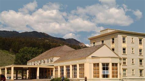 mammoth springs hotel cabins yellowstone travel