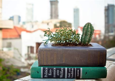 How To Make A Book Planter by Diy Recycler Des Vieux Livres