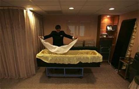 dead wakes up at funeral home