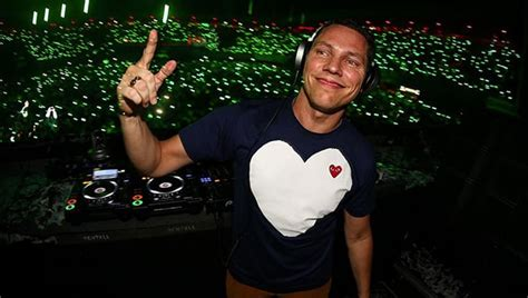 dj tiesto house dj tiesto collapses after hearing his own music for too