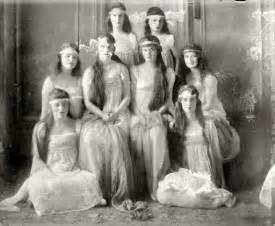 Old Fashioned Vanities Old Photos Of Pretty Girls From Between 1900s To 1920s