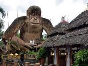 patung monyet raksasa gambarbagus