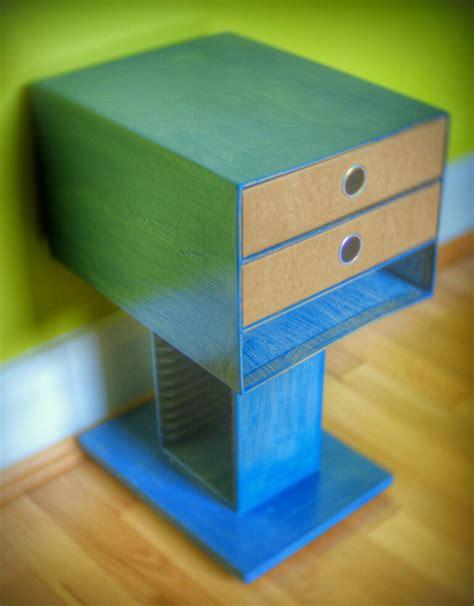 come fare un comodino comodino fatto con materiale riciclato