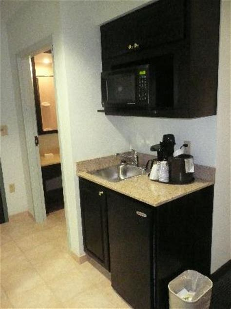 small kitchenette small kitchenette picture of inn express