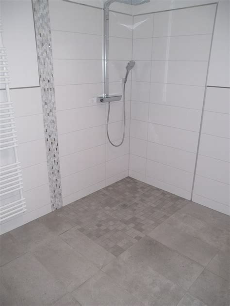 fertige badezimmer ideen kieselstein mosaik schwarz dusche raum und m 246 beldesign