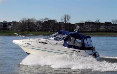 motorboot fahren frau motorboot fahren in d 252 sseldorf bei mydays als geschenkidee