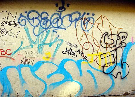tagging writing graffiti    wall dublin