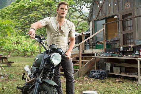 'Jurassic Park 4' First Look: Chris Pratt Leads Human Cast