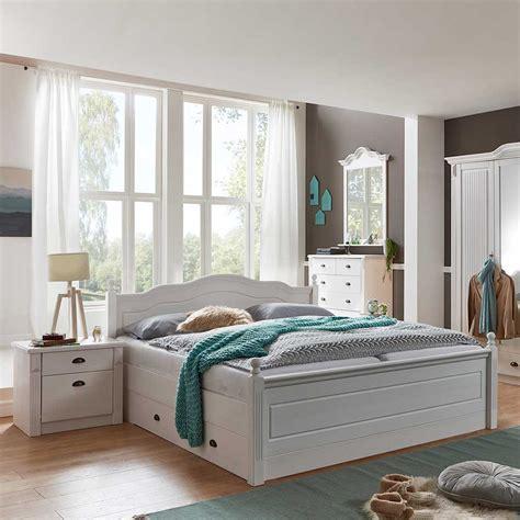 schlafzimmer massiv einrichten schlafzimmer einrichtung vicenza im landhaus design in