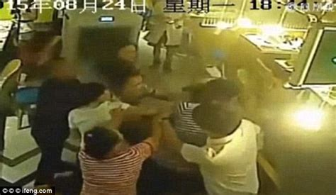 Tries To Up A Waitress by Awarded 163 28k After A Waiter Poured Boiling Water