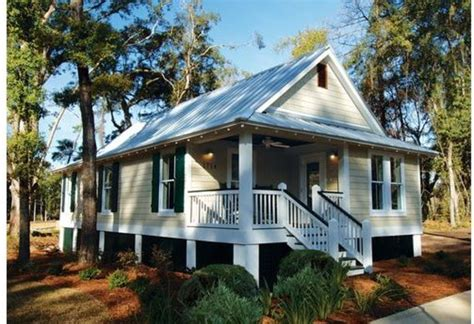 Cottage Style House Plan   3 Beds 2.00 Baths 1025 Sq/Ft