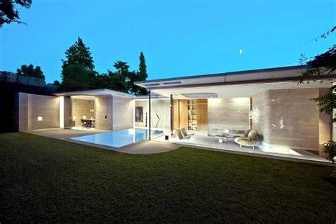 House made of concrete and glass ? fascinating minimalist,modern minimalist garden design