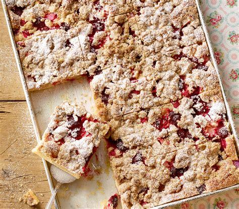 kuchen mit waldfrüchten rhabarber himbeer kuchen mit streusel annemarie