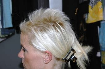 conditioner good for hair after bleaching weave woman sues salon after dye job makes her hair break off