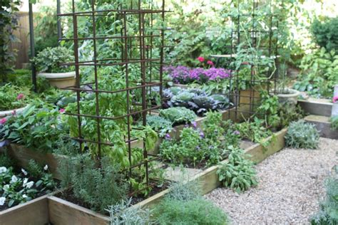 Ewa In The Garden 24 Beautiful Photos Of Edible Landscape Kitchen Garden Designs