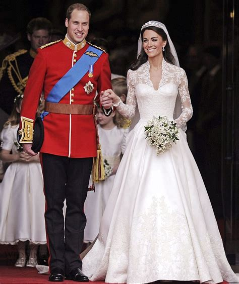 hochzeitskleid kate middleton kate middleton s wedding dress designed by sarah burton