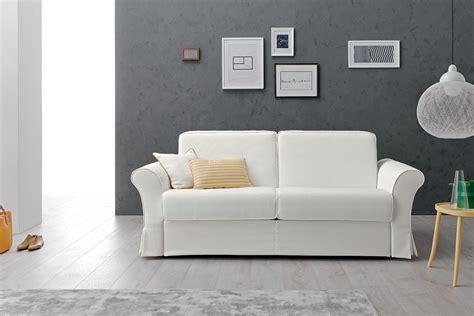 idee parete soggiorno decorare le pareti soggiorno con foto e quadri 10 idee