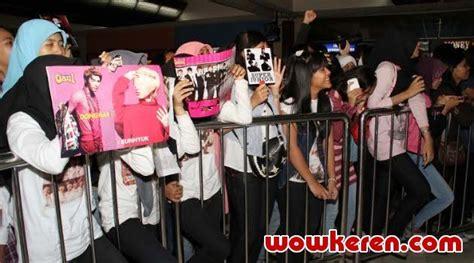 download film soekarno hatta ratusan elf sambut super junior di bandara soekarno hatta