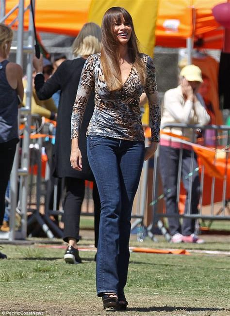 Belinda Blouse Set By Shofiya sofia vergara shows cleavage on set of modern family daily mail