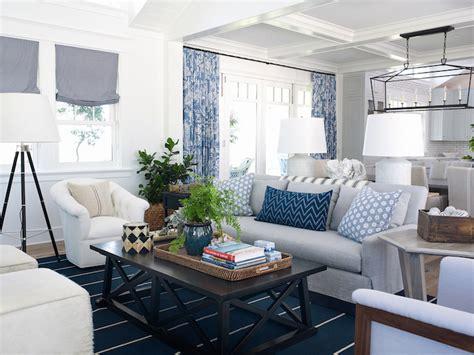 Coastal living rooms cottage living room pratt and lambert