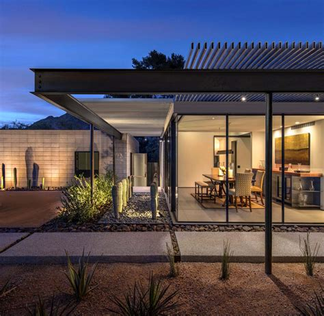 Modernist Sonoran desert home flooded with natural light