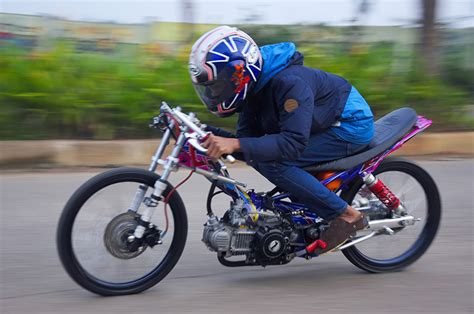 Modifikasi Drag by Modifikasi Yamaha New R Jadi Motor Drag Racing
