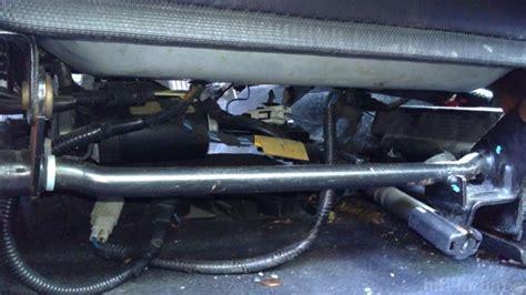 Auto Subwoofer Unterm Sitz by Subwoofer In Die T 252 R Statt Im Kofferraum Car Hifi