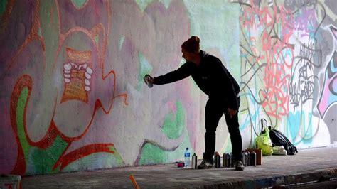 graffiti duisburg graffiti sprayer in essen sollen w 228 hrend sozialstunden