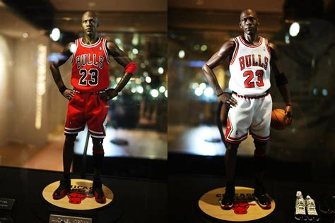 Kevin Garnett 1998 Basketball Nba Court Collection Figure michael figurines by enterbay showcase sneakernews