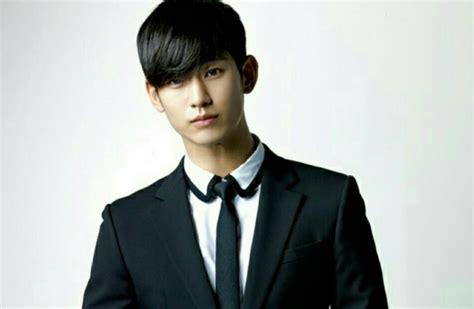 kim soo hyun love life kim soo hyun dismisses negative reviews says he still