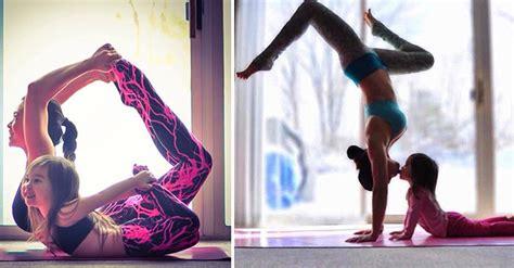 imagenes comicas yoga madre e hija realizan yoga juntas y toman fotos