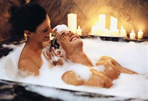 bathtub for couples the gallery for gt romantic couple bath