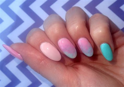 lada manicure chevron manicure hybrydowy semilac biscuit 032 mint