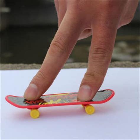 Fingger Skateboard Set Skateboard Mini Model Unik 10pcs lot mini plastic deck skate finger board skateboards toys finger skate gift