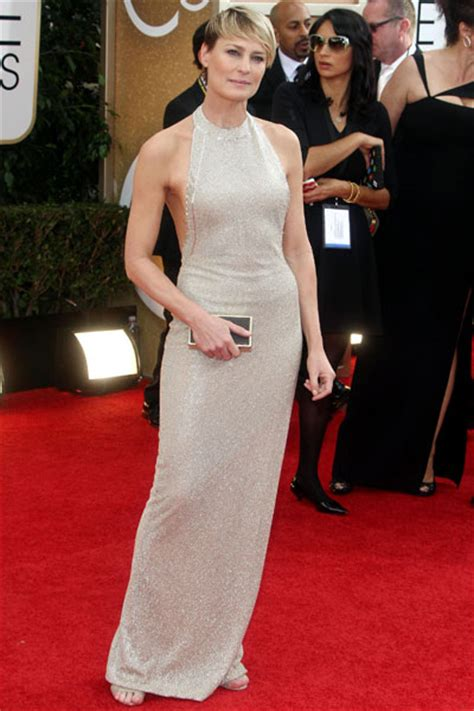 robin wright golden globe wardrobe malfunction memes