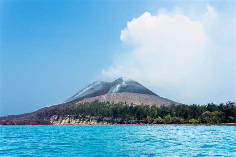 wallpaper anak gunung file uprising mt anak krakatau jpg wikimedia commons