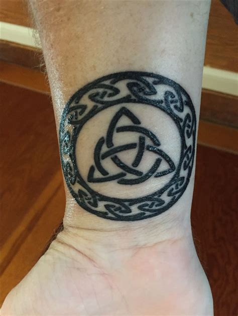 celtic endless knot with norse symbol for strength
