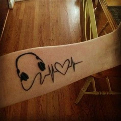 heartbeat headphones tattoo 26 inspiring tattoos all music lovers will appreciate my