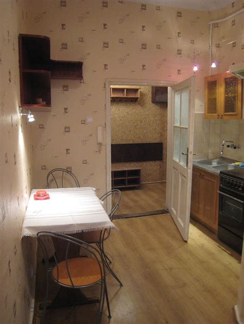 one room one room but quite big flat 40m2 with kitchen to rent