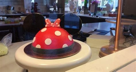 walt disney world extends cake decorating experience  disney springs disney dining information
