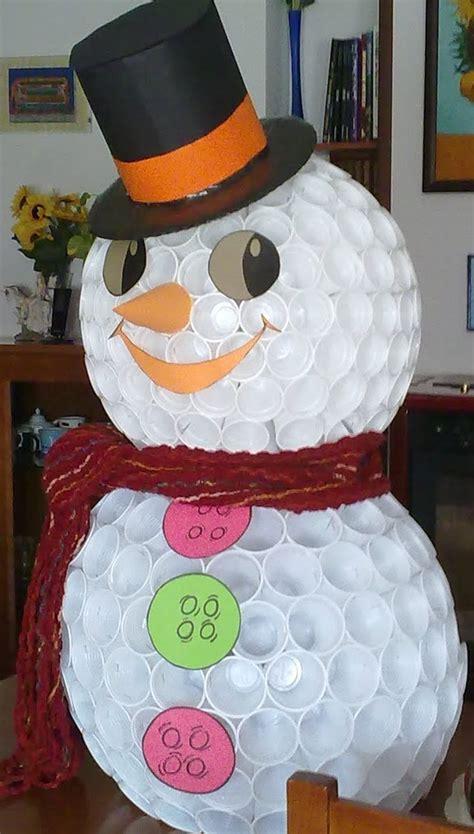 mueco de nieve con pocos vasos de plastico mu 241 eco de nieve con vasos de pl 225 sticos manualidades para