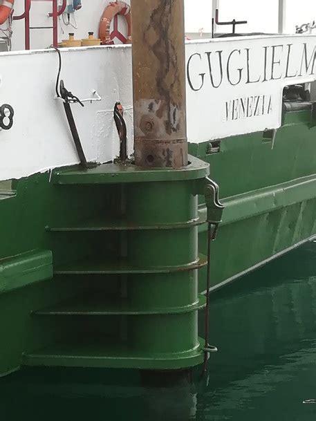 notizie porto di taranto cede cavo nel porto di taranto un morto puglia ansa it