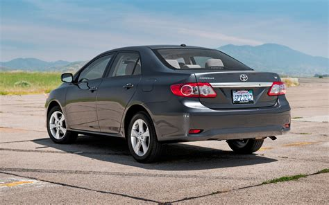 2013 toyota corolla l vs le 2011 toyota corolla reviews and rating motor trend