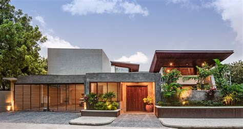 l house house 1058 by khosla associates cantilevered timber clad and staggered rooms oriented towards