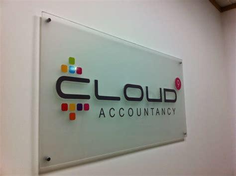 design papan mading acrylic jaya makmur akrilik jasa pembuatan papan nama