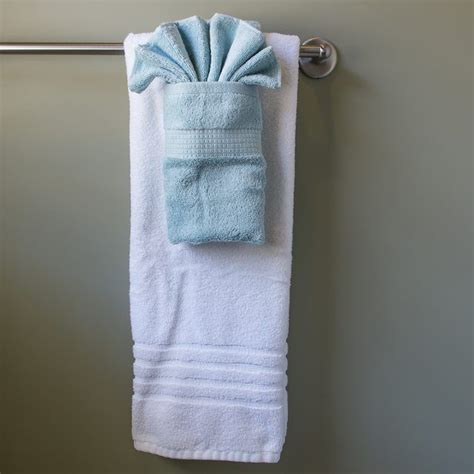 Fancy Paper Towel Folding - how to hang bathroom towels decoratively how to hang