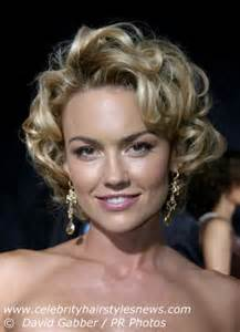 carlson shortest hairstyle kelly carlson with a short perky curly fifties or sixties