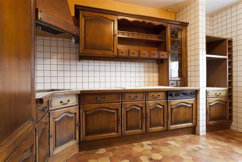Merveilleux Restaurer Plan De Travail Cuisine #3: peindre-meubles-cuisine-carrelage-faience-frigidaire-photo-avant-peinture-sans-poncer-decaper-V33.jpg