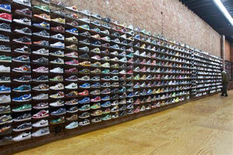 Acrylic Display Sepatu Ss4 sneaker stores in nyc for the pair of kicks